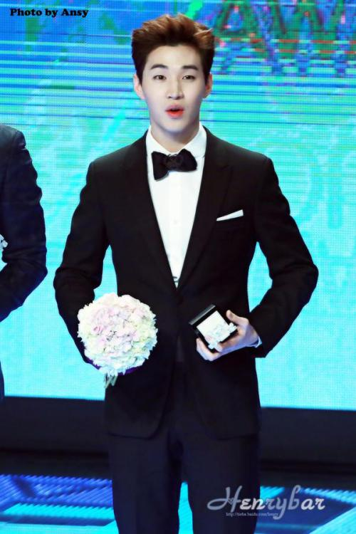 141229 MBC Awards Henry